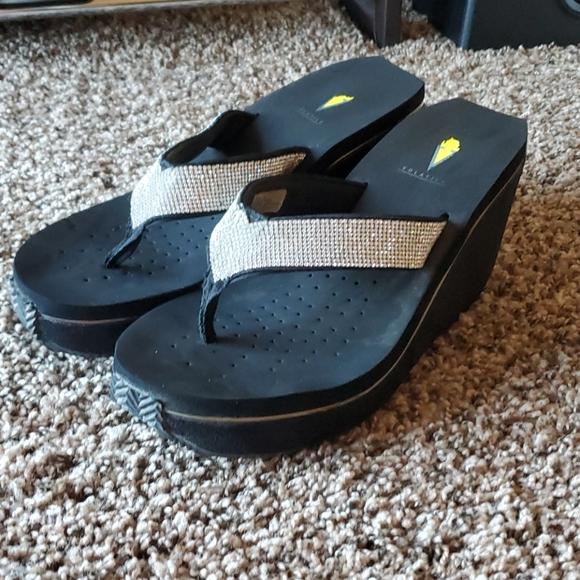 Volatile black rhinestone flip flops